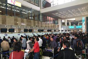 Nhân viên an ninh hàng không Nội Bài bị 'cò' taxi dù hành hung, đánh gãy 4 răng cửa