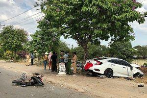 Hai ô tô tông nhau, người đàn ông đứng vỉa hè chết oan