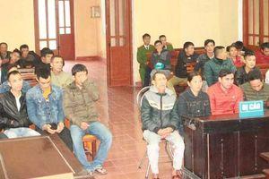 Nhóm đánh bạc tại cổng chùa Hương Tích lĩnh án