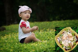 Học mẹ 9X khéo tay làm những bữa phụ thơm ngon, đầy đủ dinh dưỡng khiến bé vô cùng vui thích