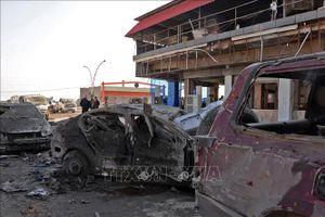 Chiếc xe chứa đầy bom nổ tung trong khu chợ đông đúc