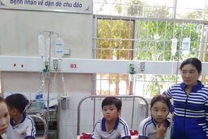 Hàng loạt học sinh tiểu học nhập viện sau khi súc miệng phòng sâu răng