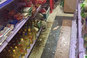 Hà Nội: Đang ngồi bán hàng, nữ nhân viên bị ném ngất xỉu tại chỗ
