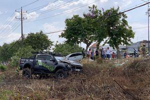 2 ô tô tông nhau lao lên lề đường đâm chết thanh niên bán dưa hấu