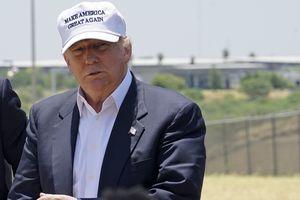 Tin ảnh: Ông Trump ra sức thuyết phục xây bức tường biên giới