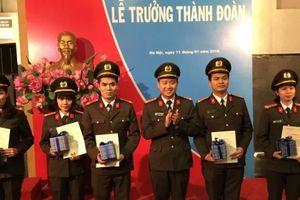 Đoàn cơ sở Phòng Tham mưu, Công an Hà Nội trao quyết định trưởng thành đoàn