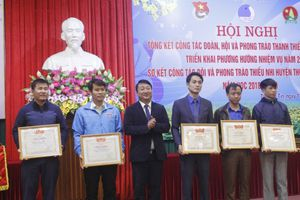 Huyện đoàn Thường Tín nhận cờ thi đua xuất sắc của UBND TP Hà Nội