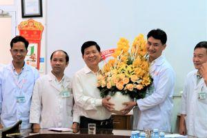 Thứ trưởng Bộ Công an Nguyễn Văn Sơn biểu dương ê kip y bác sỹ nỗ lực cứu người