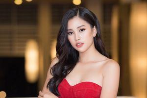 Hoa hậu Tiểu Vy quyến rũ với đầm đỏ theo phong cách Pháp