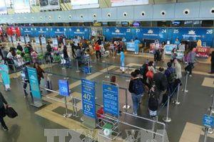 Từ 15/1, chỉ hành khách được vào khu vực làm thủ tục trong giờ cao điểm tại sân bay Nội Bài