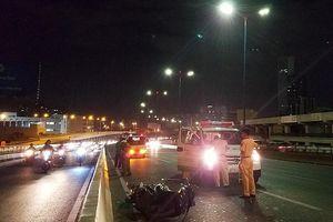 2 người nước ngoài tông vào xe cảnh sát ở cầu Sài Gòn
