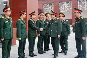 Đại tướng Ngô Xuân Lịch thăm, tặng quà, chúc tết cán bộ, công nhân viên Nhà máy Z111