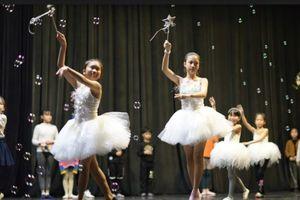 130 em nhỏ sẵn sàng cho show vũ kịch 'Người đẹp ngủ trong rừng'