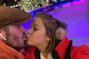 Cha mẹ có nên hôn môi để thể hiện yêu thương với con?
