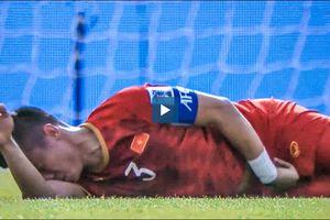 Việt Nam 0-2 Iran: Hàng thủ Việt Nam chiến đấu lăn xả, Quế Ngọc Hải 2 lần nằm sân