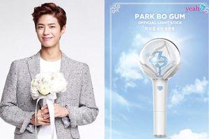 Park Bo Gum 'chơi lớn' tự tạo lightstick cho fan, trở thành diễn viên đầu tiên sở hữu lightstick trong lịch sử