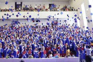 Phó hiệu trưởng sẽ ký bằng tốt nghiệp của sinh viên Trường Huflit