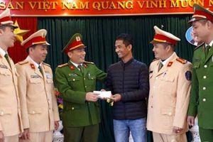 CSGT Bắc Giang tìm được chủ nhân cọc tiền 50 triệu đồng bị đánh rơi