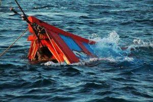 Tàu cá Khánh Hòa bị chìm trên biển Vũng Tàu, 10 người mất tích