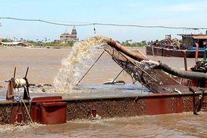 2 tàu hút trộm cát trên sông Hồng