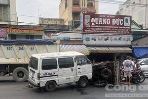 Xe tải tông lật xe ba gác, tài xế nguy kịch