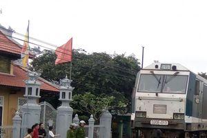 Huế: Người phụ nữ bị tàu hỏa tông khi vượt đường ray