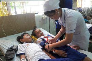 Học sinh nhập viện sau khi súc miệng bằng fluor do người không có chuyên môn hướng dẫn