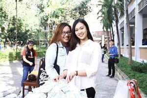 Nữ sinh Đà Nẵng rạng rỡ tham gia Chủ nhật Đỏ