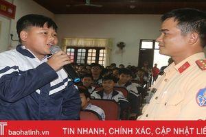 Tuyên truyền phổ biến pháp luật cho hơn 400 học sinh vùng biển Hà Tĩnh