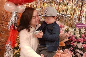 Chưa được 3 tuổi đã dẻo mồm nịnh mẹ, con trai Ly Kute được ngợi khen 'chuẩn soái ca'