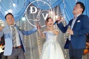 Đang diện váy cực lộng lẫy, bà xã 9X vẫn 'quẩy' hết mình với Tiến Đạt tại tiệc cưới TP HCM