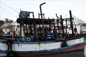 Hỏa hoạn thiêu rụi 1 tàu cá và 3 căn nhà tại thành phố Rạch Giá