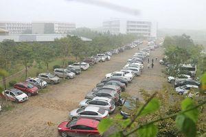 Gần 700 xế hộp xếp hàng dài tại trường THPT FPT Hà Nội trong ngày họp phụ huynh khiến dân tình choáng váng