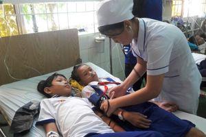 Vụ 84 học sinh nhập viện sau khi dùng nước súc miệng: Do cán bộ hướng dẫn?