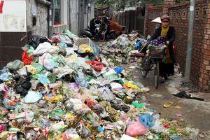 Rác thải bủa vây trung tâm Hà Nội