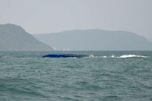 Nam thanh niên thoát chết sau 2 ngày nằm trong sà lan bị chìm