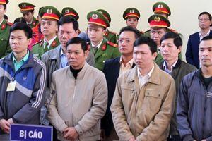 'Nóng' ngay đầu phiên xét xử bác sĩ Hoàng Công Lương