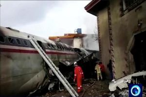 Máy bay chở hàng rơi tại Iran, 15 người thiệt mạng