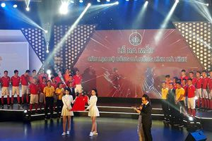 Ra mắt CLB bóng đá Hồng Lĩnh Hà Tĩnh