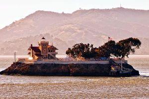 Trả 130.000 USD cho việc canh giữ ngọn hải đăng