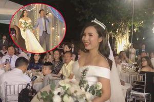Đinh Tiến Đạt hát rap tặng bà xã 9X trong tiệc cưới