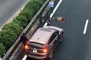 Đi bộ qua cao tốc, người đàn ông bị xe tông tử vong