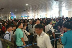 Tân Sơn Nhất khuyến cáo khách không bịt mặt đến sân bay dịp Tết