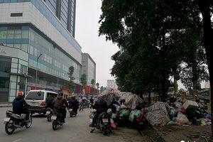 Tuyến đường kiểu mẫu của Thủ đô Hà Nội xuất hiện nhiều 'núi rác'