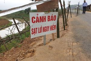 Đường độc đạo vào xã ở Nghệ An sạt lở nghiêm trọng, hơn 10 nghìn dân nguy cơ bị cô lập