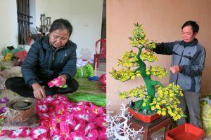 'Thủ phủ' hoa lụa lớn nhất miền Bắc thức trắng cùng hoa để kịp phục vụ mùa Tết