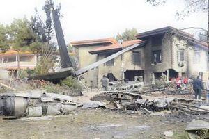 Vụ rơi máy bay ở Iran: 15 người thiệt mạng, chỉ một người sống sót