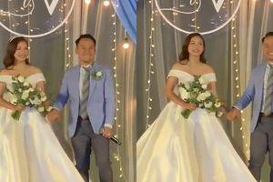 Clip: Tiến Đạt trổ tài đọc rap tặng vợ 9x trong đám cưới tại TP.HCM
