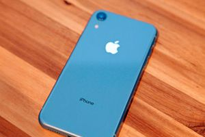 Giá iPhone XR và XS giảm mạnh trước Tết