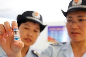 Trung Quốc điều tra vụ phát hành vaccine hết hạn cho 145 trẻ em